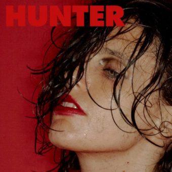 Anna Calvi verovert gendervrije zieltjes op 'Hunter' - Indiestyle